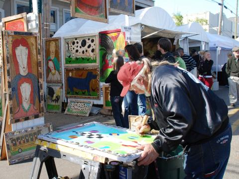 Creando arte en el Three Rivers Art Festival