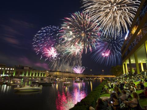Sorprendentes fuegos artificiales del Cuatro de julio