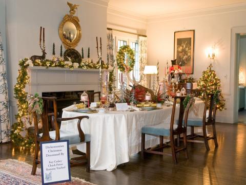 Parte de la exhibición festiva de Mayowood Mansion para las vacaciones