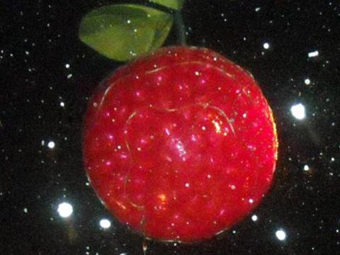 """La CherryT Ball, una bola con forma de cereza, que se deja """"caer"""" sobre Traverse City en la víspera de Año Nuevo"""