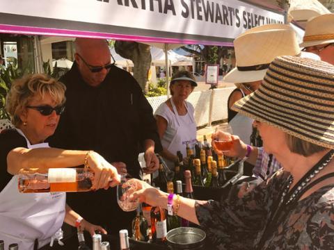 Cata de vinos durante la Paradise Coast Food & Wine Experience en Naples, Florida