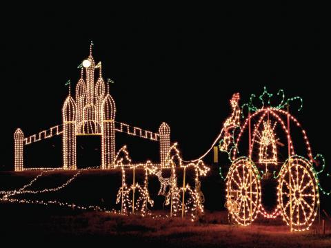 Una de las exhibiciones durante la muestra Galaxy of Lights en el Huntsville Botanical Garden