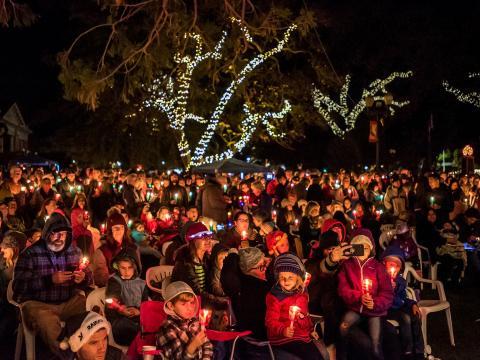 El evento festivo Light the Downtown en Paso Robles, California